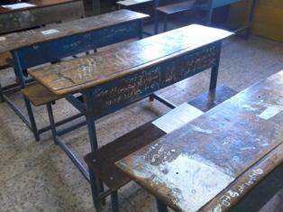 نیمکت چوبی مدرسه